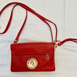 Small convertible shoulder/wristlet purse in red